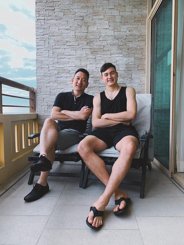 Hình ảnh Văn Lâm và bố Đặng Sơn trong dịp hội ngộ nhân dịp sinh nhật anh.