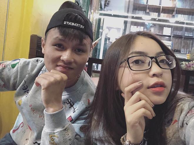Giữa tin đồn Quang Hải có bạn gái mới, Nhật Lê đăng status: 'Đời hư ảo' 1