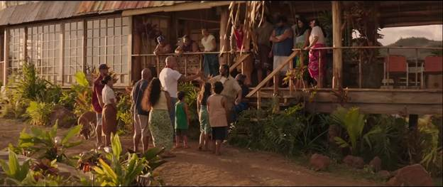 Hobbs và con gái trở về trong sự chào đón của mẹ, Jonah và mọi người trên đảo