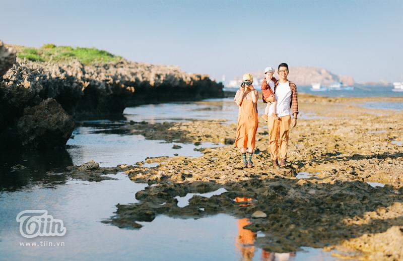 'Lịm tim' với bộ ảnh gia đình nhỏ trên 'thảo nguyên xanh' đáng yêu hết nấc 8