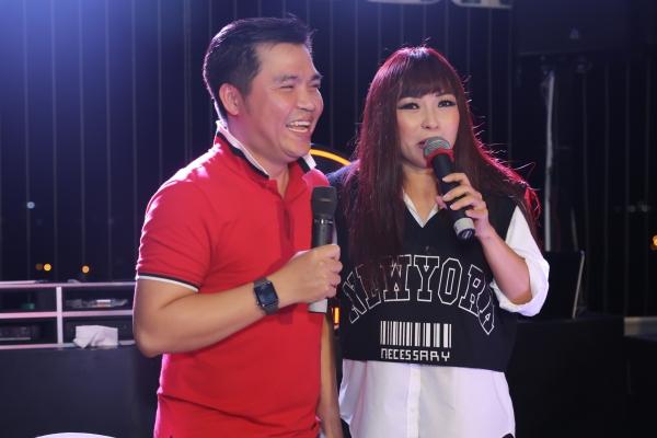 Nam ca sỹ Lê Minh (MTV) khoe giọng cao chót vót cùng Phương Thanh trong một bài hát mới. Màn kết hợp này đã khiến khán giả 'nổi da gà'và liên tục vỗ tay vì nội lực của hai ca sỹ gạo cội.
