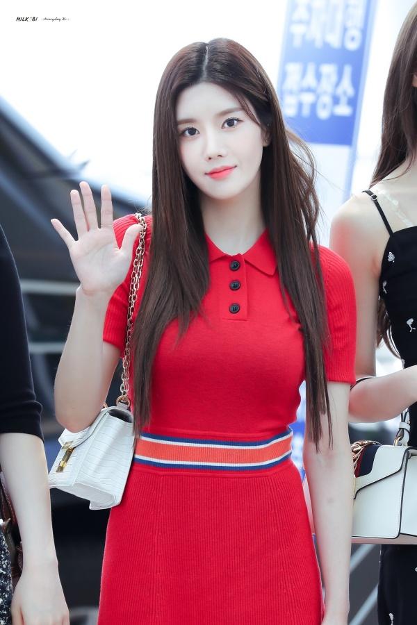 Kwon Eunbi được khen nức nở về nhan sắc thăng hạng chỉ trong chưa đầy một năm debut.