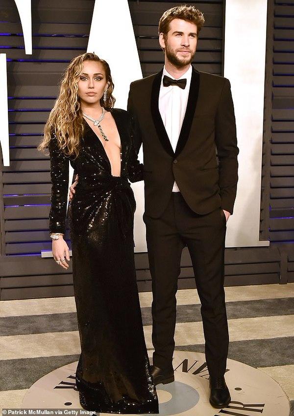 Liam Hemsworth tìm cách vượt qua đổ vỡ hôn nhânbằng những bữa tiệc.