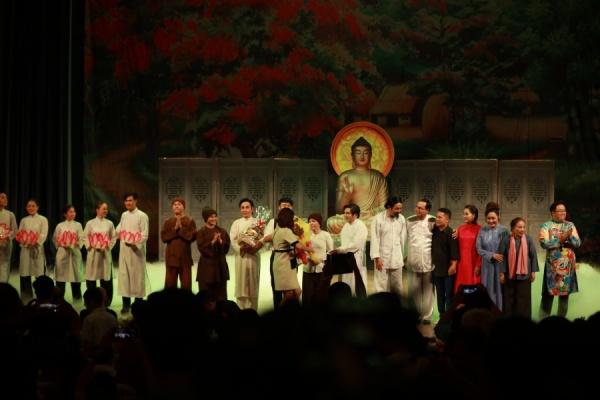 Trở lại sau tuyên bố giải nghệ, Hoài Lâm hát cải lương 'ngọt như mía lùi' 0