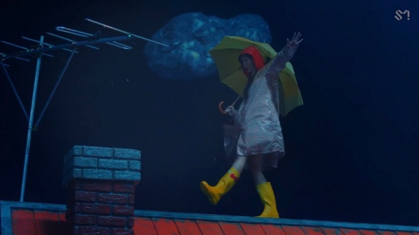 Tung MV mới với tên kỳ quặc, Red Velvet không quên 'cà khịa' luôn thành viên số nhọ Seulgi 4