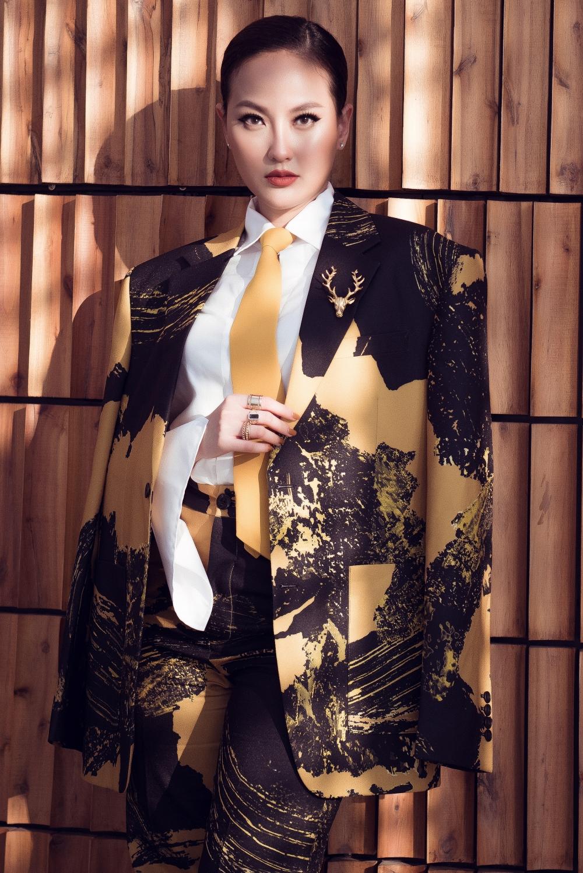 Hoa hậu Khánh Ngân 'lột xác' với phong cách mang đậm 'phẩm chất quý ông' 6