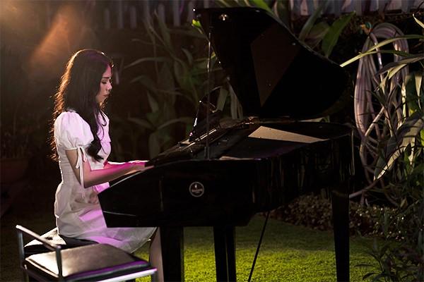 Tung MV và phim ngắn cùng lúc, Hương Ly có thoát được mác 'thánh nữ cover'? 0