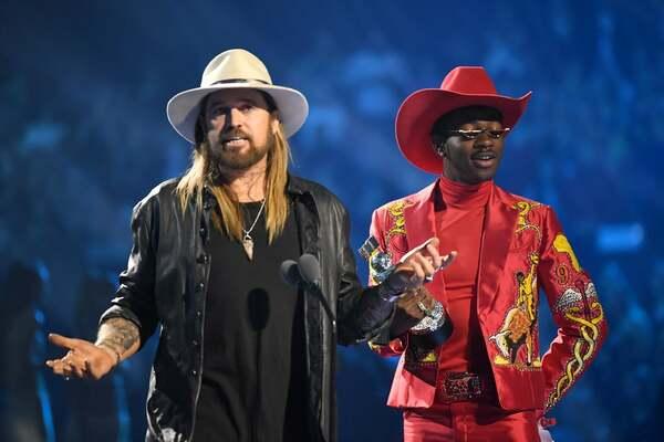 Bộ đôi Billy Ray Cyrus và Lil Nas X chiến thắng Ca khúc của năm (Old Town Road).