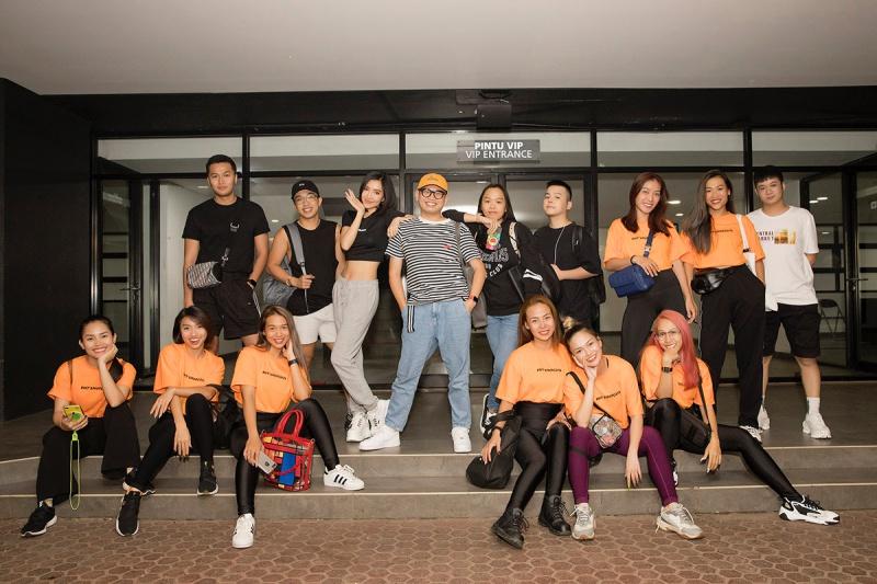 Bích Phương tích cực luyện tập trước giờ G cho show diễn có Mamamoo, Monsta X tại Indonesia 1