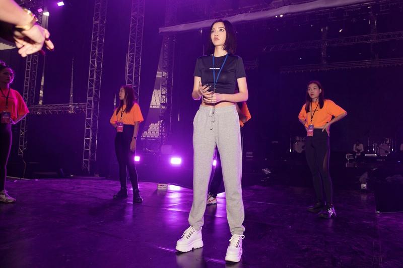Bích Phương tích cực luyện tập trước giờ G cho show diễn có Mamamoo, Monsta X tại Indonesia 6