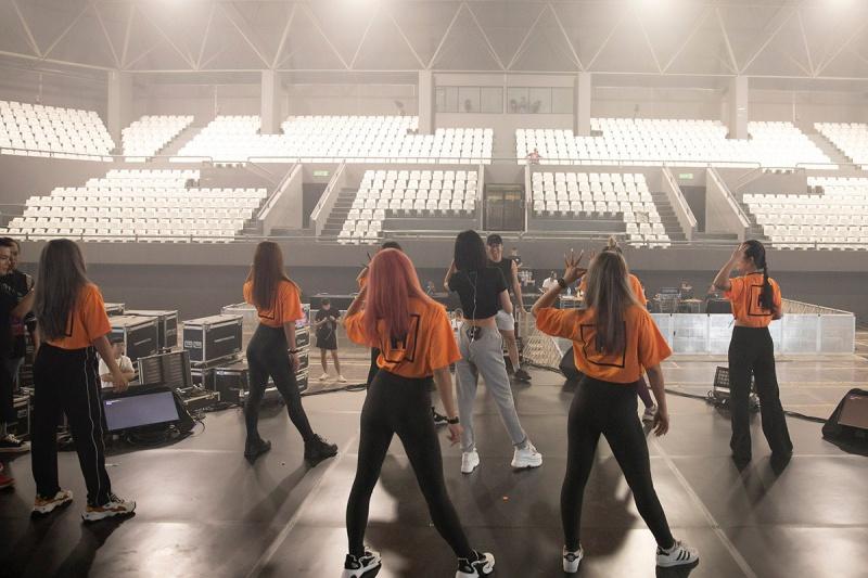 Bích Phương tích cực luyện tập trước giờ G cho show diễn có Mamamoo, Monsta X tại Indonesia 8
