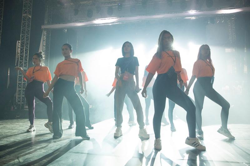 Bích Phương tích cực luyện tập trước giờ G cho show diễn có Mamamoo, Monsta X tại Indonesia 11