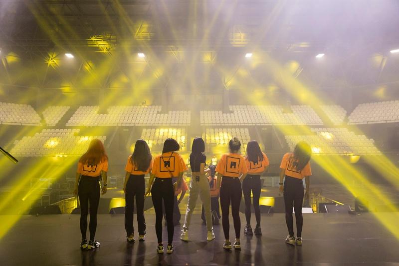 Bích Phương tích cực luyện tập trước giờ G cho show diễn có Mamamoo, Monsta X tại Indonesia 9