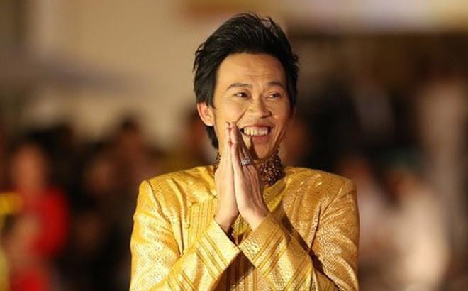 """Hoài Linh là ngôi sao hiếm hoi được xưng tụng là """"số 1 không bàn cãi"""" trong làng giải trí. Từ danh vọng, quyền lực cho tới tầm ảnh hưởng, Hoài Linh đều là số 1."""