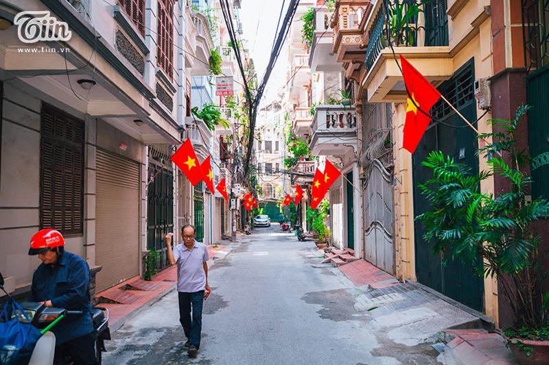 Phố phường Hà Nội rực rỡ cờ đỏ sao vàng mừng ngày Quốc Khánh 13