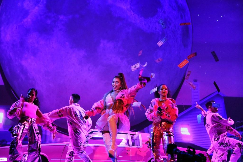 Một số hình ảnh trong Sweetener Tour của Ariana Grande.