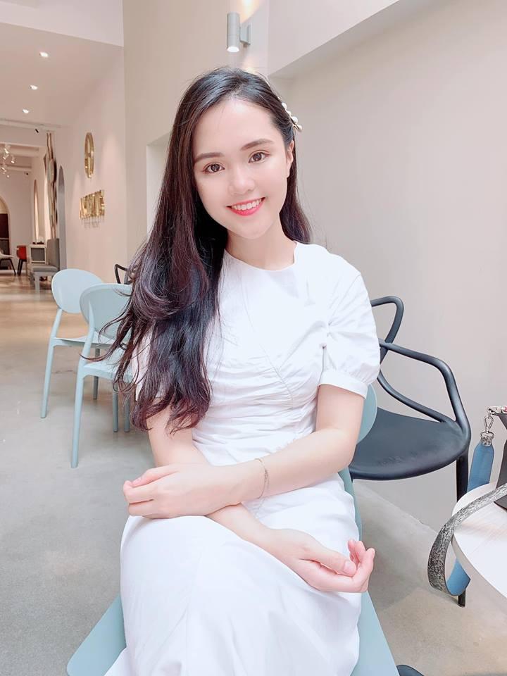 """Hot girl Quỳnh Anh - bạn gái cầu thủ Duy Mạnh vừa bị kẻ gian """"chôm"""" mất tài khoản FB, IG trong 5 ngày."""