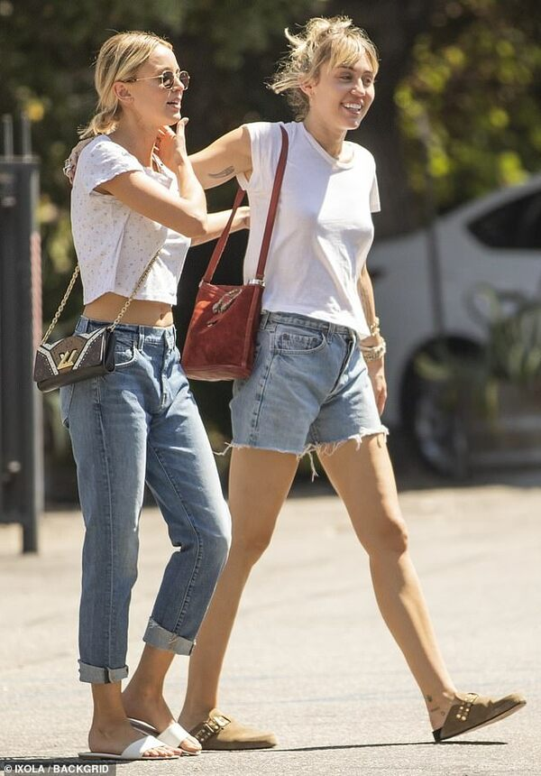 Miley và Kaitlynn đã 'về chung một nhà' sau 1 tháng hẹn hò.