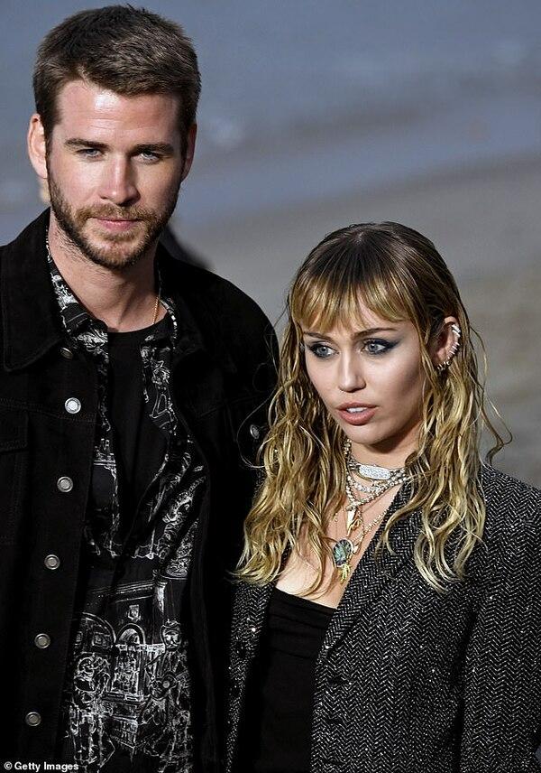Miley Cyrus dọn về ở chung với nữ người tình sau 1 tháng công khai hẹn hò 1