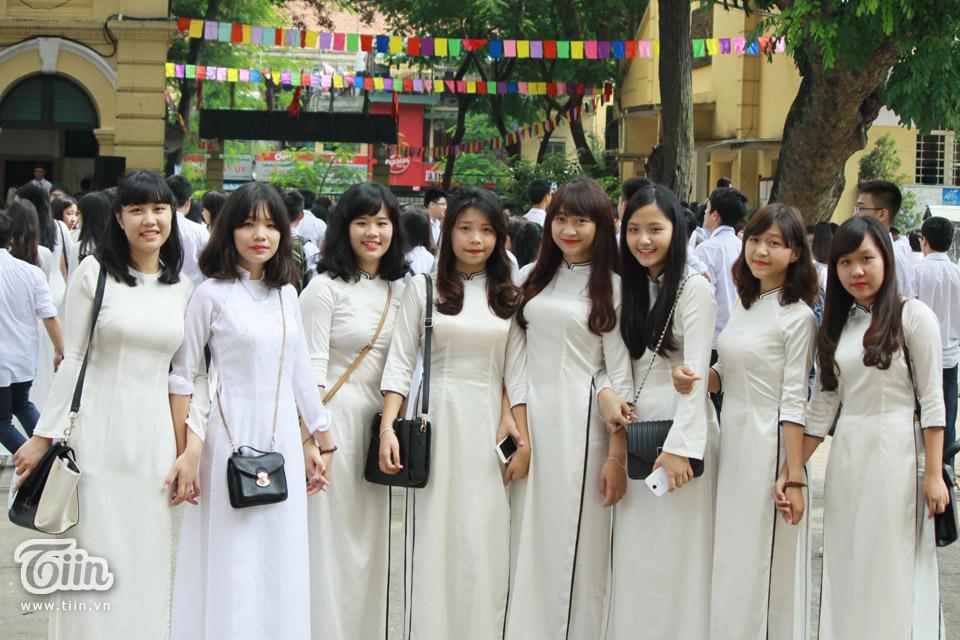 Nữ sinh Việt Đức rạng rỡ trong ngày khai giảng năm học mới.