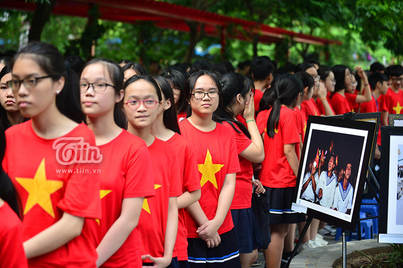 Áo cờ đỏ sao vàng Việt Nam.
