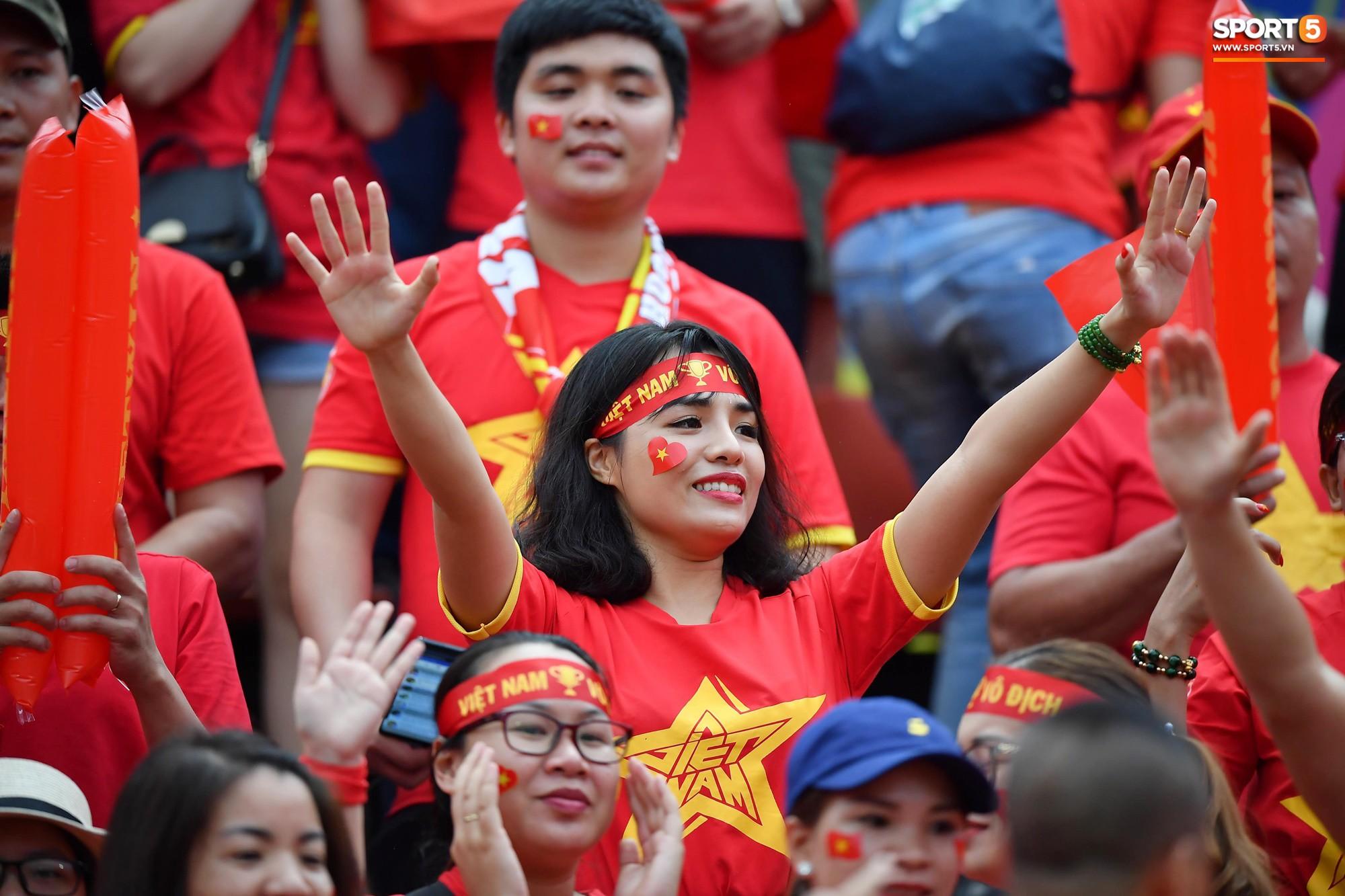 Fan Thái Lan có hành động xấu, giơ 'ngón tay thối' trên khán đài khi nghe đọc tên HLV Park Hang-seo 6