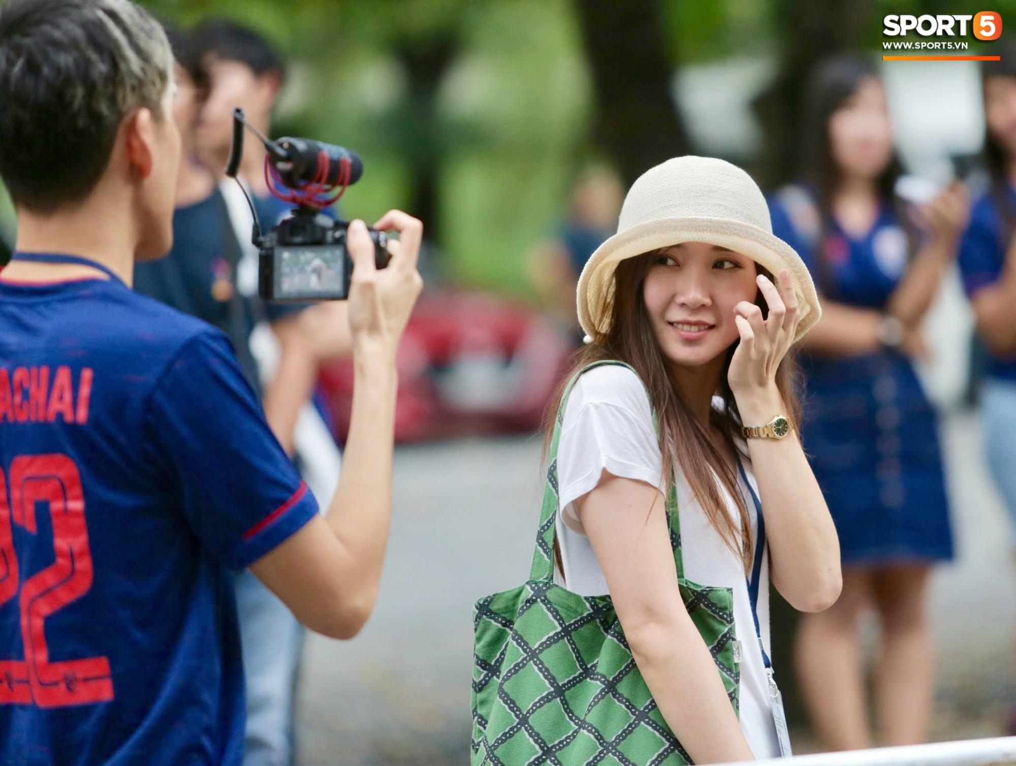 Fan Thái Lan có hành động xấu, giơ 'ngón tay thối' trên khán đài khi nghe đọc tên HLV Park Hang-seo 7