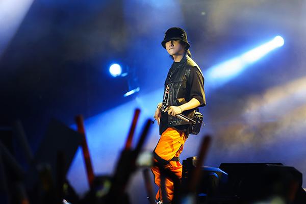 Đây là năm thứ 2 Sơn Tùng đồng hành cùng đêm nhạcMusic Fest. Tuy không tiết lộ mức cát-xêcủa Sơn Tùngnhưng ban tổ chức đã cho biết, nam ca sĩ sẽ thể hiện rất nhiều bản hit đang thống lĩnh thị trường âm nhạc của bản thân.