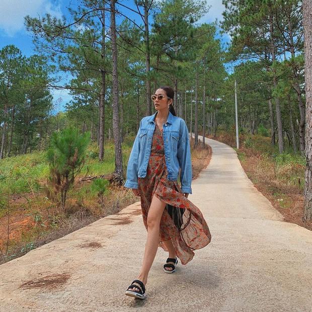 Người đẹp cũng thường xuyên dành thời gian đi du lịch để hâm nóng tình cảm cùng bạn bè, các con và ông xã của mình