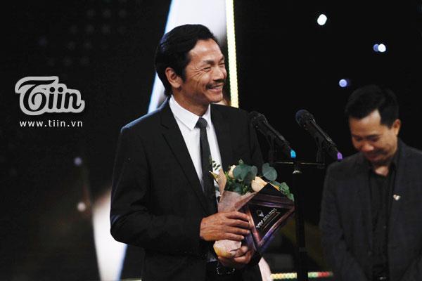 'Bố Sơn' Trung Anh xúc động không nói nên lời khi nhận giải Diễn viên nam ấn tượng tại giải thưởng VTV Awards - Ấn tượng 2019 0