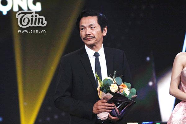 'Bố Sơn' Trung Anh xúc động không nói nên lời khi nhận giải Diễn viên nam ấn tượng tại giải thưởng VTV Awards - Ấn tượng 2019 1