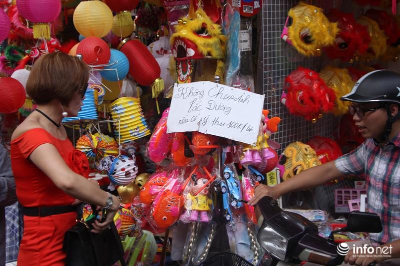 Thực hư chuyện chụp ảnh tại phố Hàng Mã phải mất phí 100.000/lần chụp 1