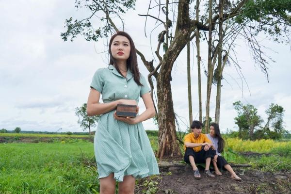Hóa ra trùm cuối trong MV 'Vạn sự tùy duyên' của Quốc Thiên là 'Hot girl ống nghiệm' Lan Thy 5