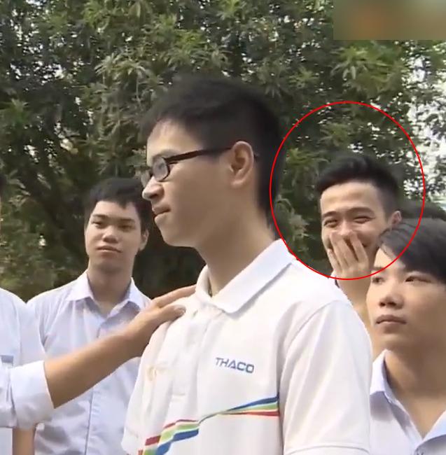 Đoạn clip giới thiệu của Thế Trung lại khiến người xem nhờ... bạn của cậu ấy