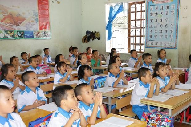 Học sinh lớp 1 ở Nghệ An học công nghệ giáo dục. (Ảnh: Bích Huệ/TTXVN)
