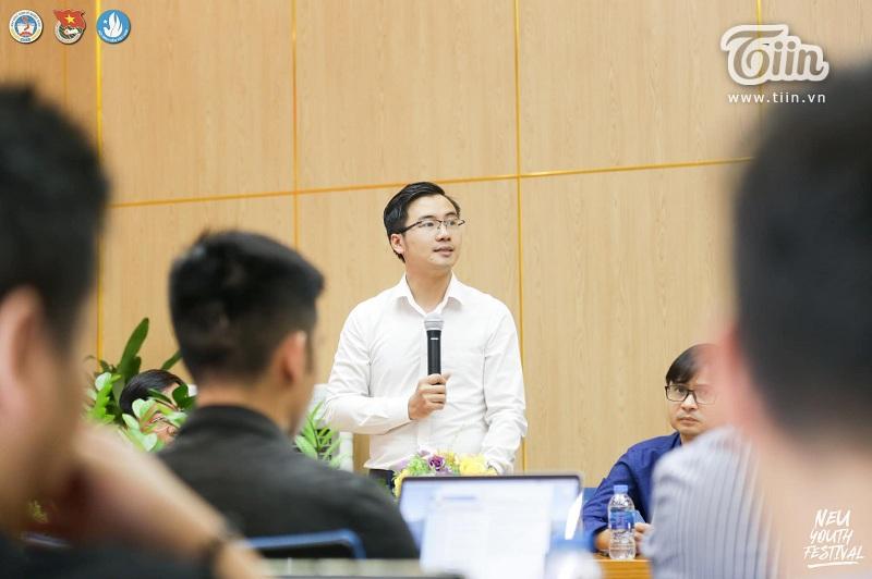 Bí thư đoàn trường - Thạc sĩ Nguyễn Nhất Linh phát biểu trong buổi họp báo
