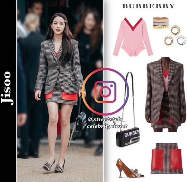 Set đồ đắt đỏ với áo khoác €2,690 (68,8 triệu), mini skirt cùng họa tiết $3,380 (78,2 triệu), body suit với hai màu đỏ và hồng €420 (10,7 triệu), giày cao gót với điểm nhấn là pha lê $1,550 (35,8 triệu), nhẫn đeo tay $330 (7,6 triệu) và cuối cùng là túi xách $1,480 (34 triệu).