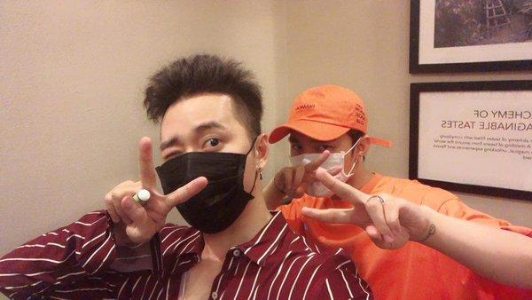 Karik cũng từng khoe ảnh thân thiết với Sơn Tùng.