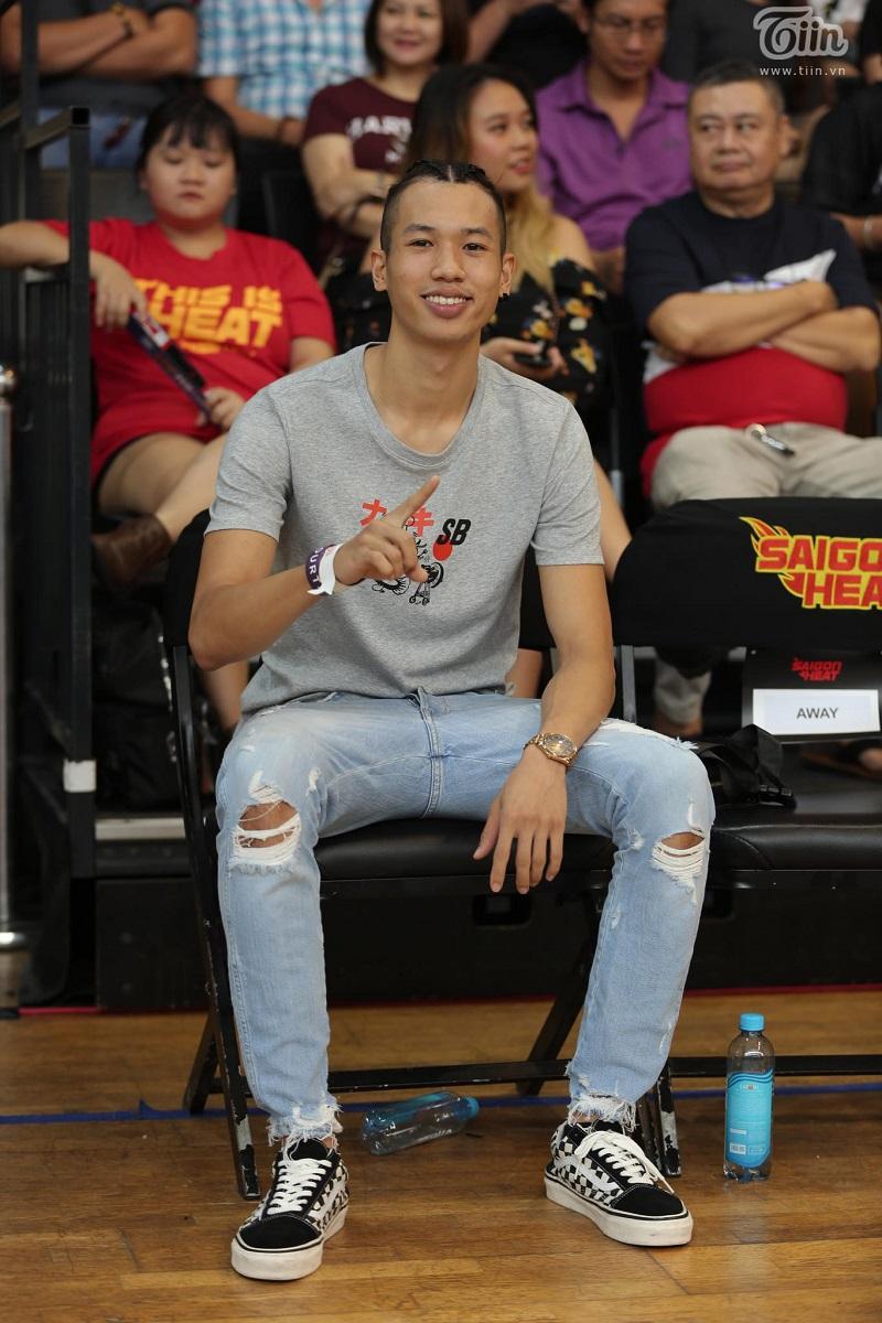 Bước sang game 4, ngoài chấn thương của Tâm Đinh, người em Sang Đinh lại bị cấm thi đấudo phạm đủ 3 lỗi kĩ thuật. Trận này, 'Cá Basa' chỉ ghi được 49 điểm và chịu thất bại trước Saigon Heat.