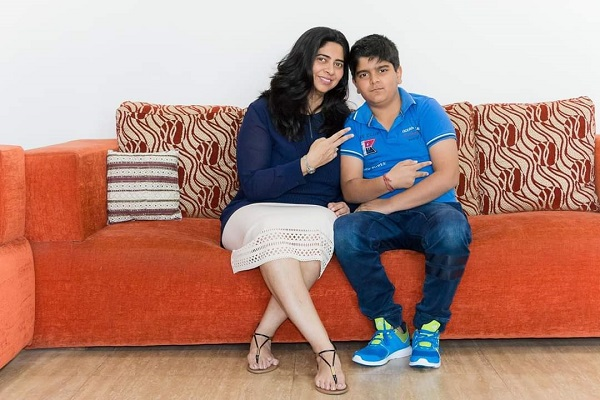 Monica và con trai của mình, Aaryan.