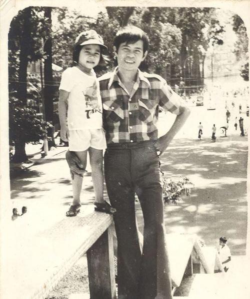 Bức ảnh Thu Minh và bố chụp khi mới vào Sài Gòn.
