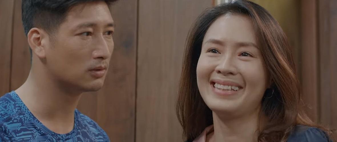 Lúc này, Khuê không dừng được, cười ngặt nghẽo, để Thái độc thoại.