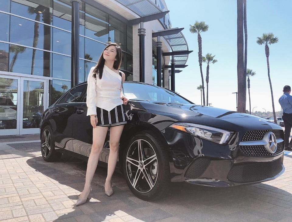 Hương Tràm chia sẻ tin vui rằng cô đã đậu bằng lái xe ở Mỹ
