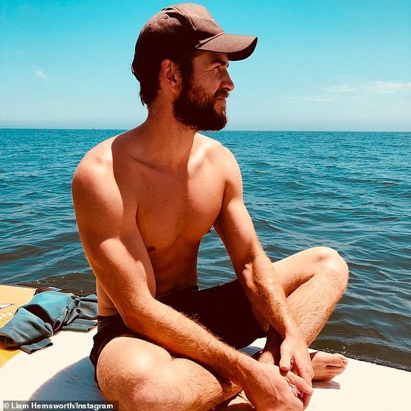 Liam Hemsworth dành thời gian du lịch tại quê nhà, chu du tới nhiều vùng đất thiên nhiên.