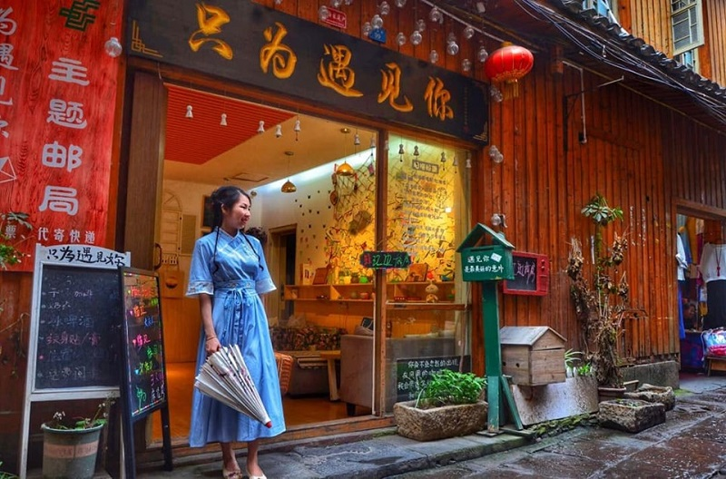 Vợ mê đồ cổ trang, 'chồng nhà người ta' dành cả thanh xuân đưa vợ đi khắp Trung Quốc và chụp hàng 'kho ảnh sống ảo' 2