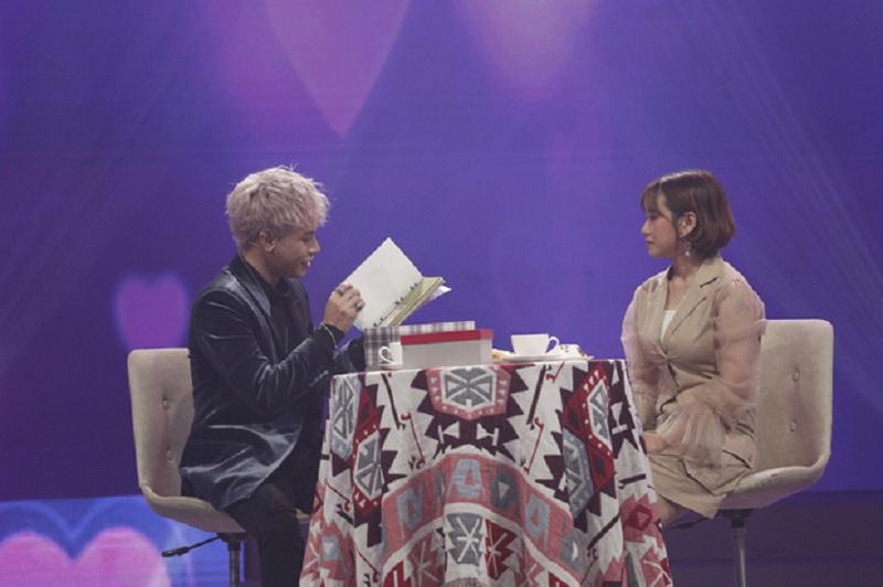 Cô trợ lý xinh đẹp chuẩn bị quà và tổ chức sinh nhật cho Jaykii ngay trên sân khấu