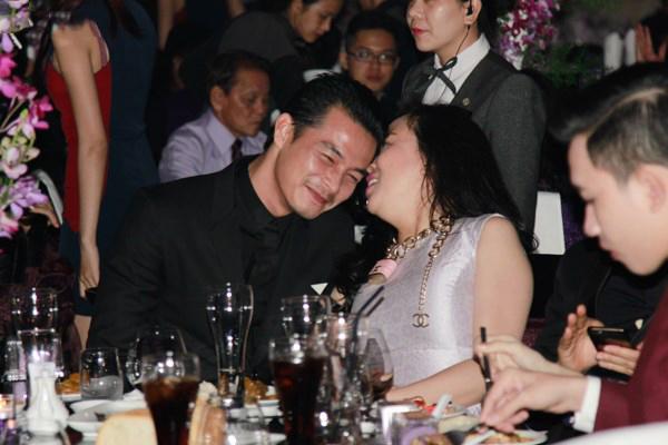 Sau khi li hôn, nam diễn viên gắn bó với nữ doanh nhân từ đó đến nay.