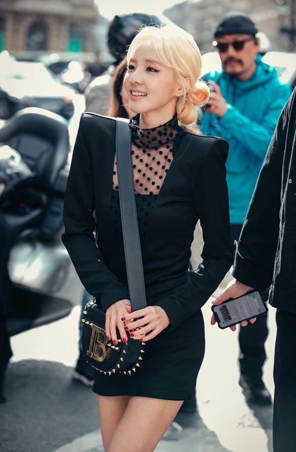 Dara (2NE1) khiến dân tình phát sốt tại Paris Fashion Week vì nhan sắc cực phẩm dù đã U40 2