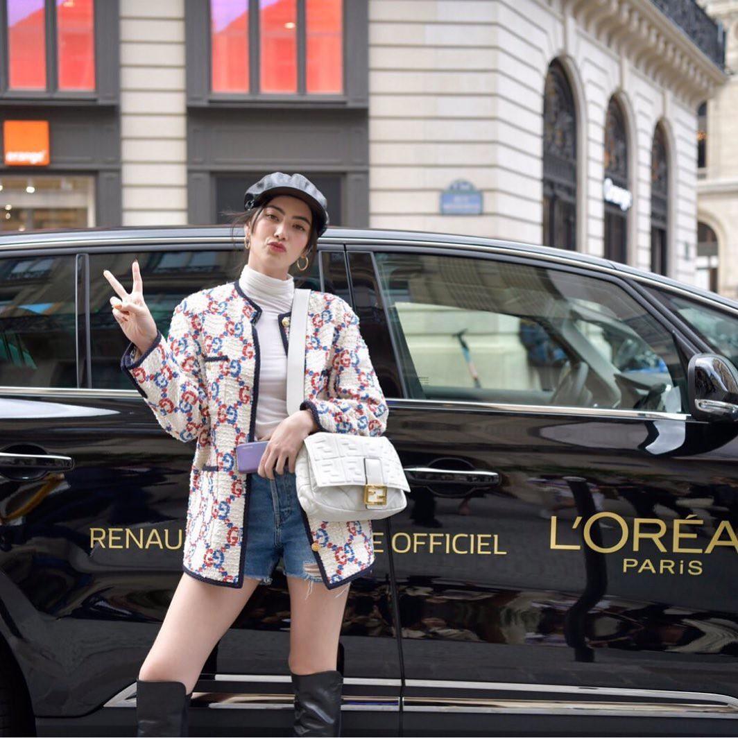 Chẳng cần hở bạo, HH Hương Giang vẫn thu hút vô cùng khi hội ngộ 'ma nữ đẹp nhất Thái Lan' tại Tuần lễ thời trang Paris 5