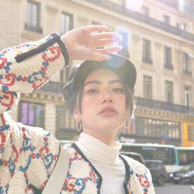 Chẳng cần hở bạo, HH Hương Giang vẫn thu hút vô cùng khi hội ngộ 'ma nữ đẹp nhất Thái Lan' tại Tuần lễ thời trang Paris 7
